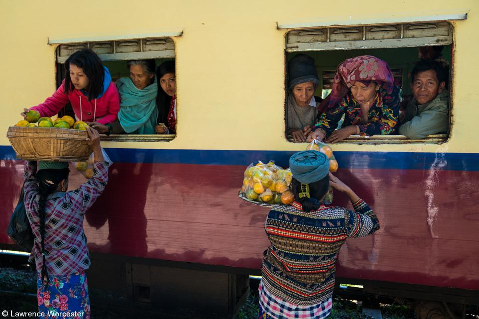 Food vendors sell to train passengers