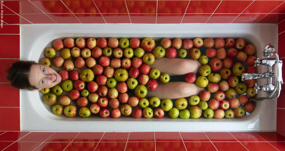 Food Photo Competition: Woman in a bath of apples of different colors