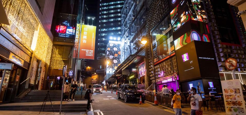 Hong Kong Reopens Bars, Nightclubs to Vaccinated People