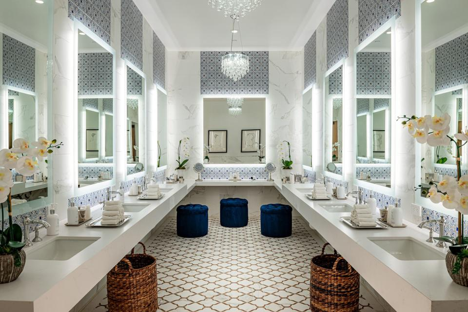Starr Med Spa and Spa Realis share state of the art amenities.