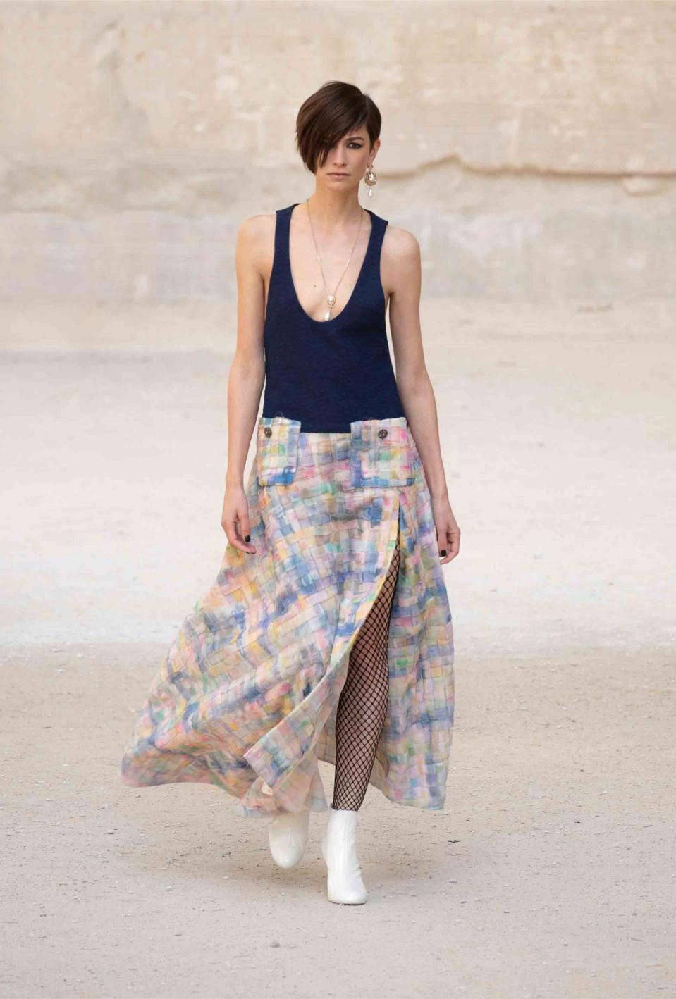 Louise de Chevigny, contrast and watercolors skirt