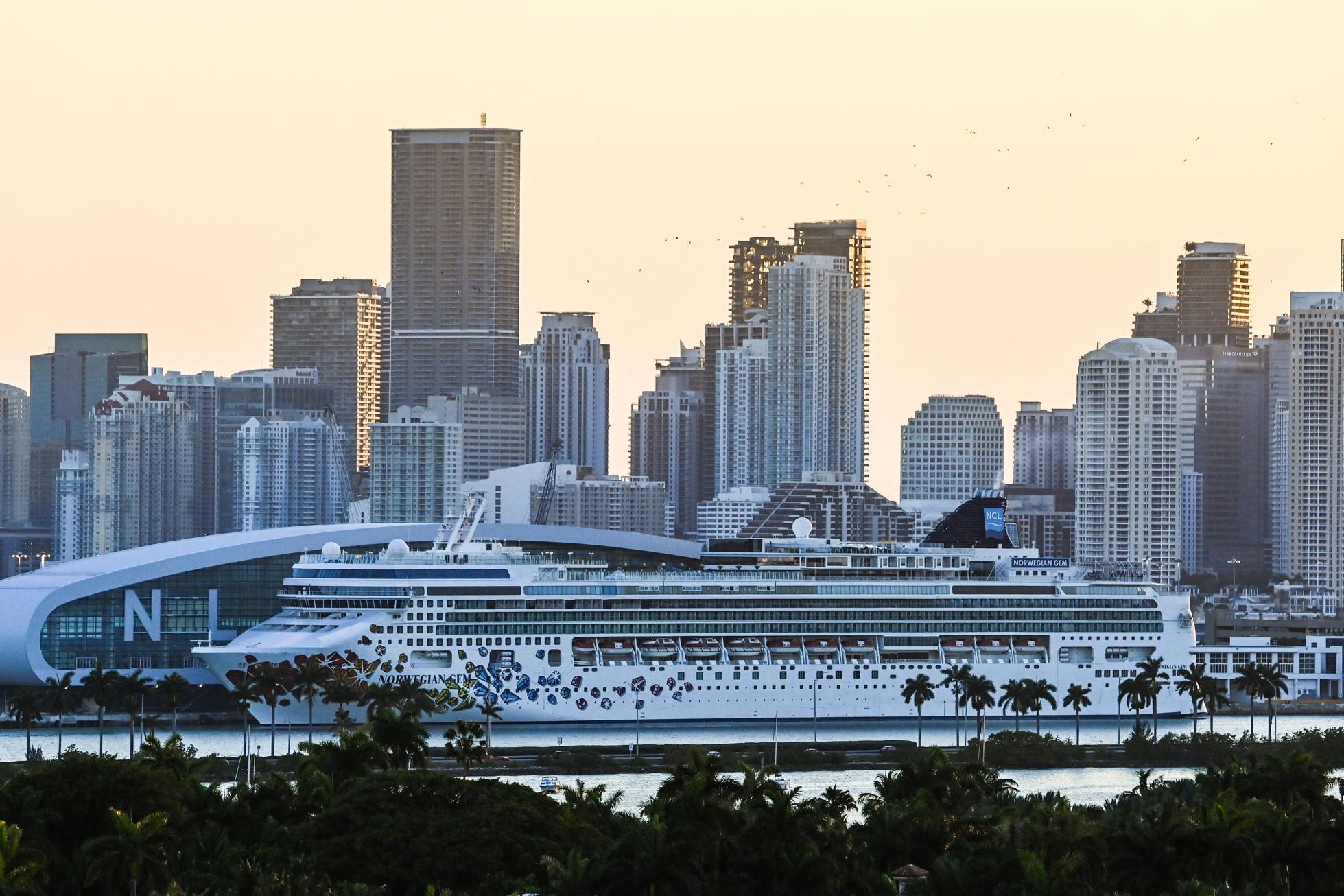 Florida vaccine passport ban cruise
