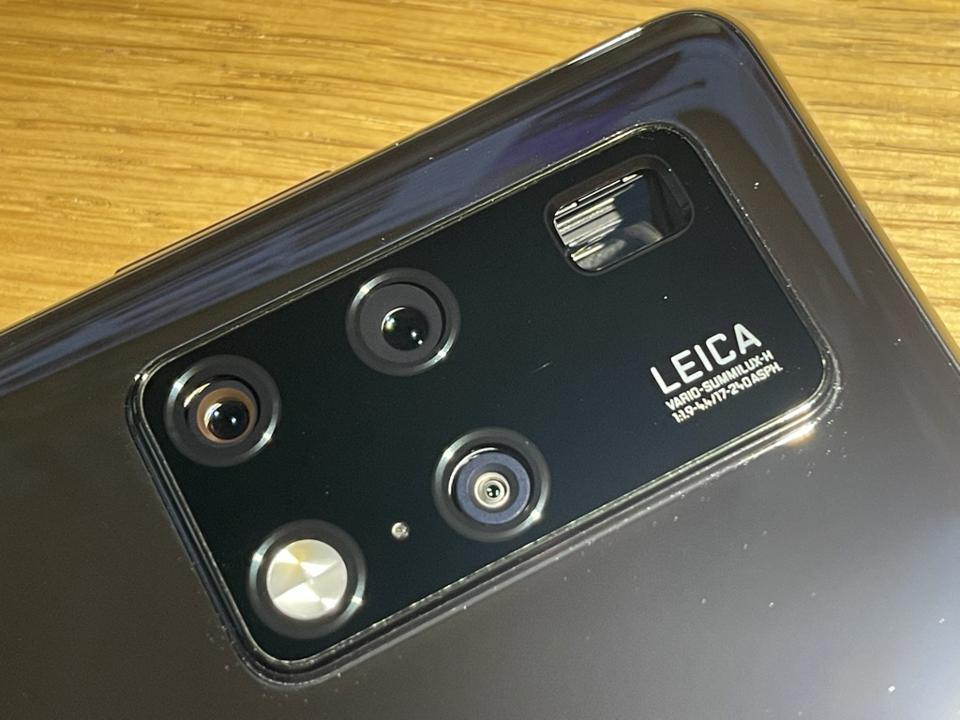 Huawei Mate X2 - look how deep that periscope camera goes.