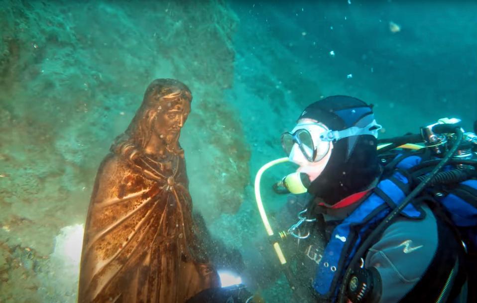 In the Moregallo area is a statue of a Christ In front of Villa Geno.