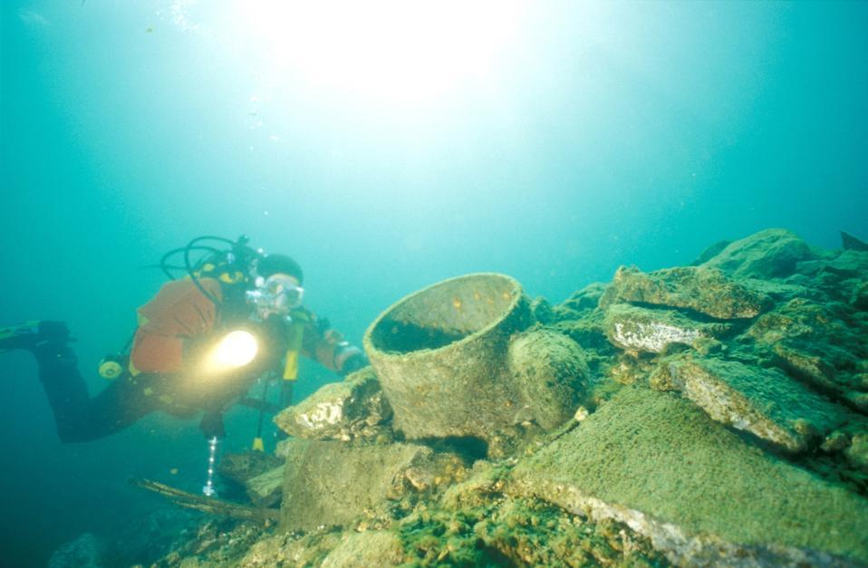 Underwater cannon in Lake Como