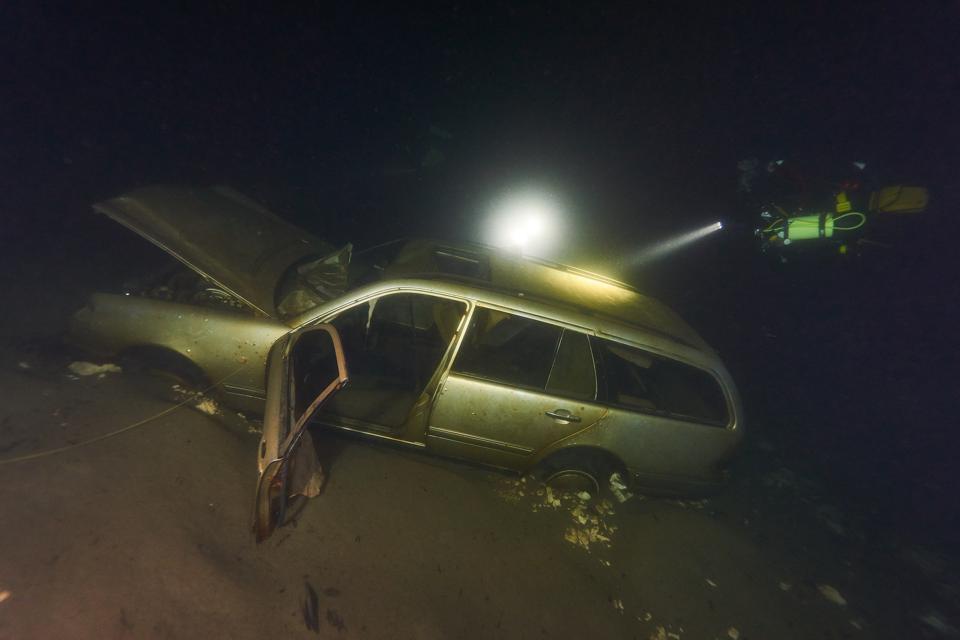 Mercedes wreckage in Melgone-Moregallo