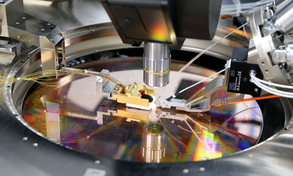 A PsiQuantum 300 mm wafter built by GlobalFoundries