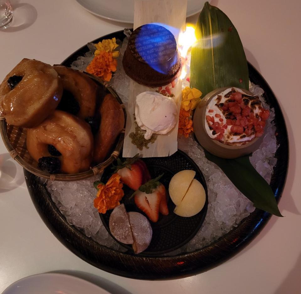 Desde el mochi hasta el pastel de chocolate llameante, el postre fue el protagonista de la comida.