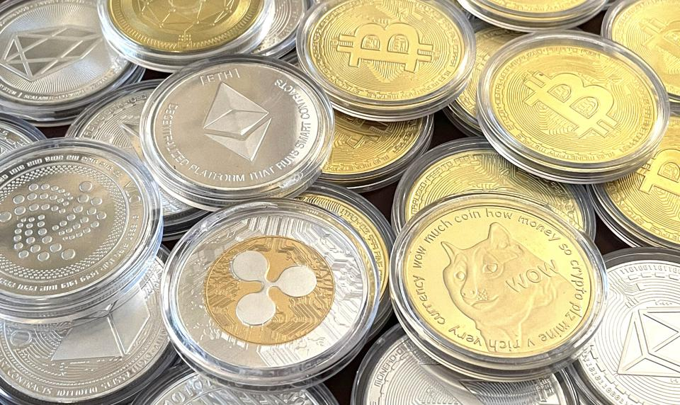 EOS, a cryptocurrency, along with other cryptocurrencies.