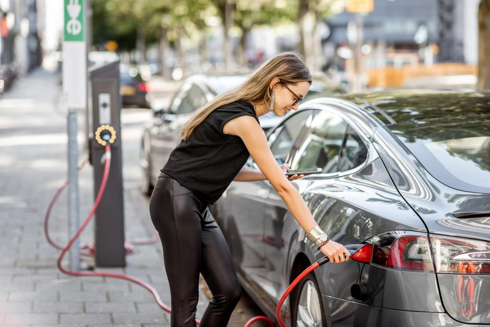 Electric Vehicle Batteries: How To Avoid The Next Sustainability Crisis?
