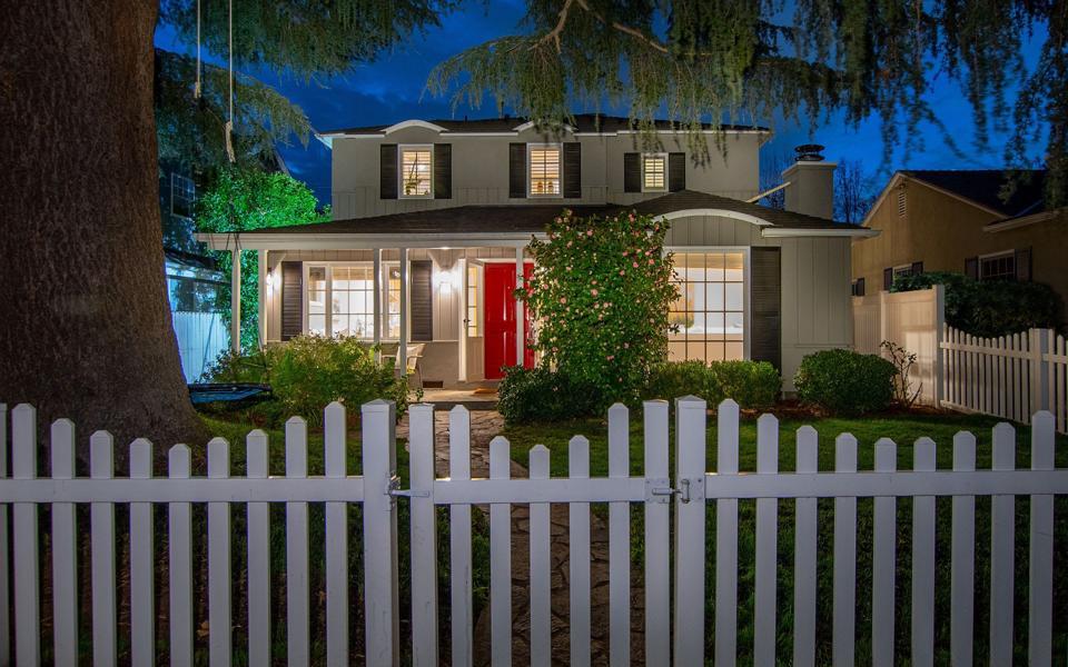 Richard Oleander-designed studio city home at 4243 Farmdale Ave