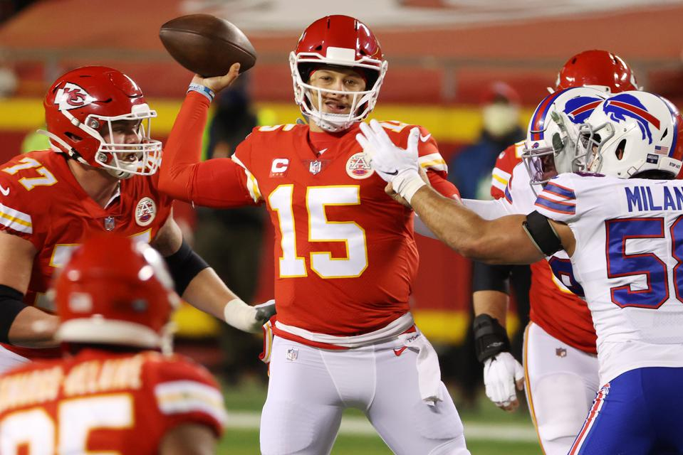 Patrick Mahomes and the Chiefs will host the Bills again in 2021.