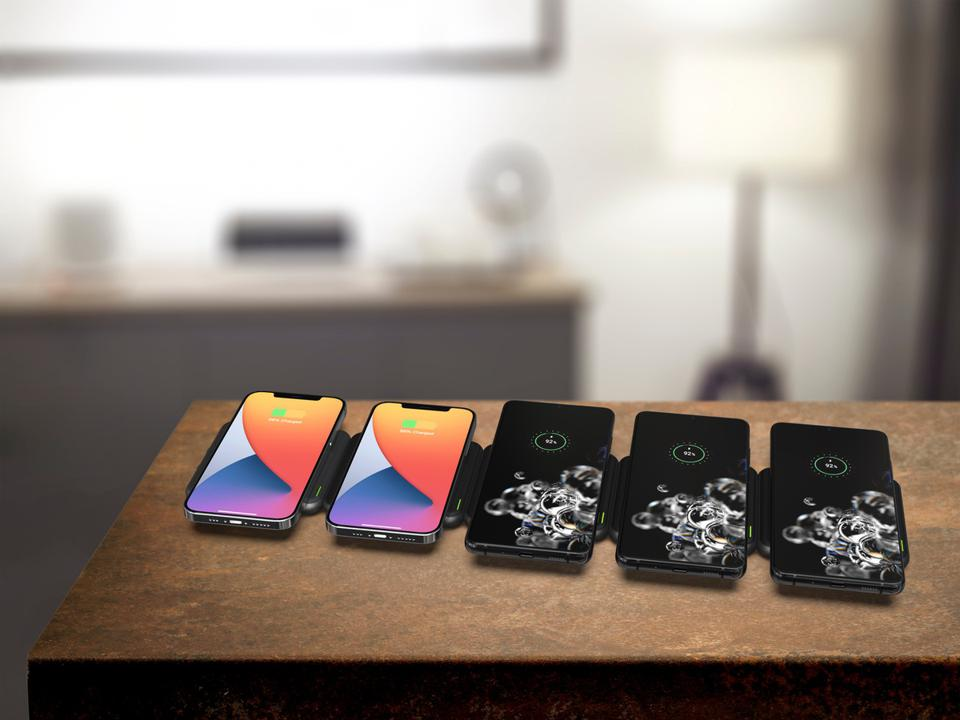 RapidX Modula5 charging Pods with five smartphones being charged