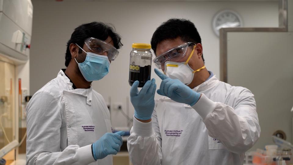 Battery researchers Dr Ashok Kumar Nanjundan (left), and Dr Xiaodan Huang at UQ.