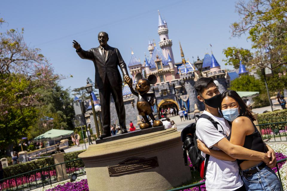 Scenes from visitors returning to Disneyland, at 25% capacity