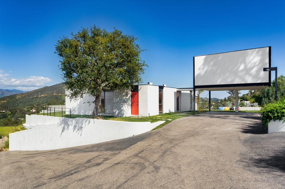front exterior kuderna craig ellwood philippe naouri 2977 Passmore Dr, Los Angeles, CA 90068