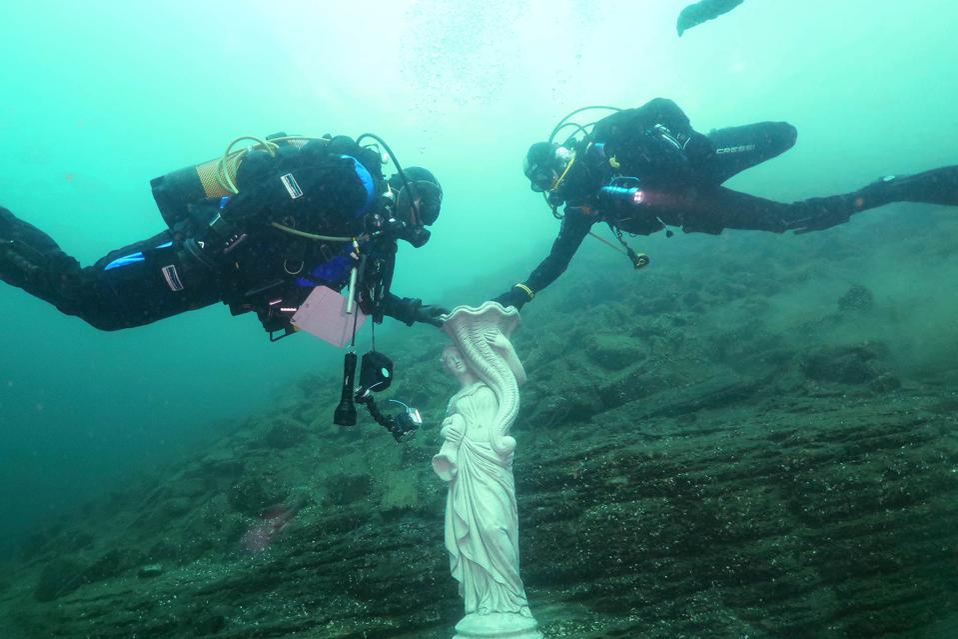 Submerged statue in Lake Como