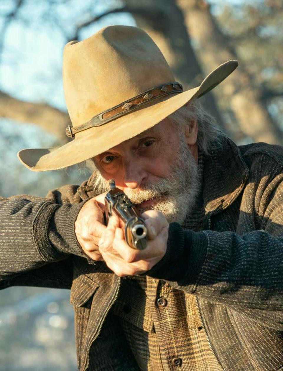 John Dorie's father with a gun in Fear The Walking Dead