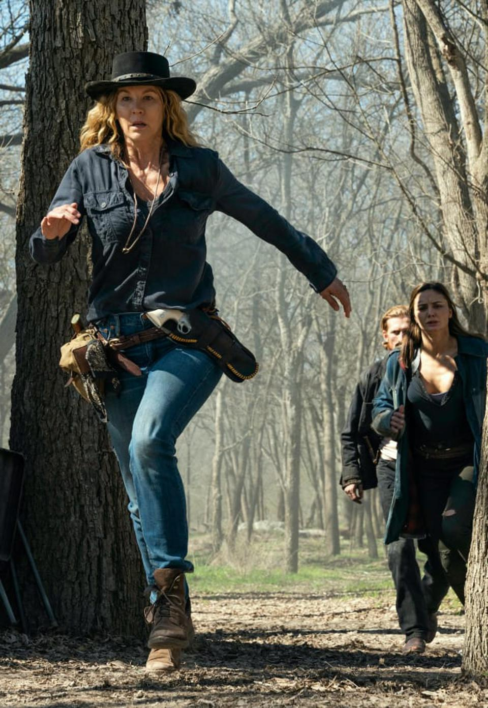 June, Dwight and Sherry walk through the forest in Fear The Walking Dead