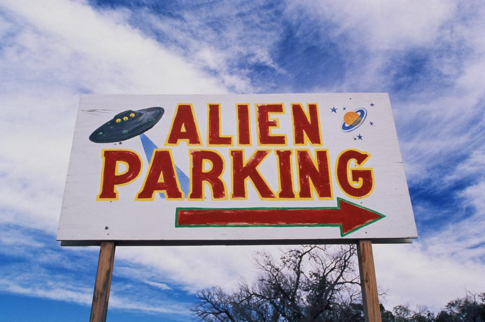 A road sign indicating where Alien Parking is, near is the original UFO crash site in Roswell.