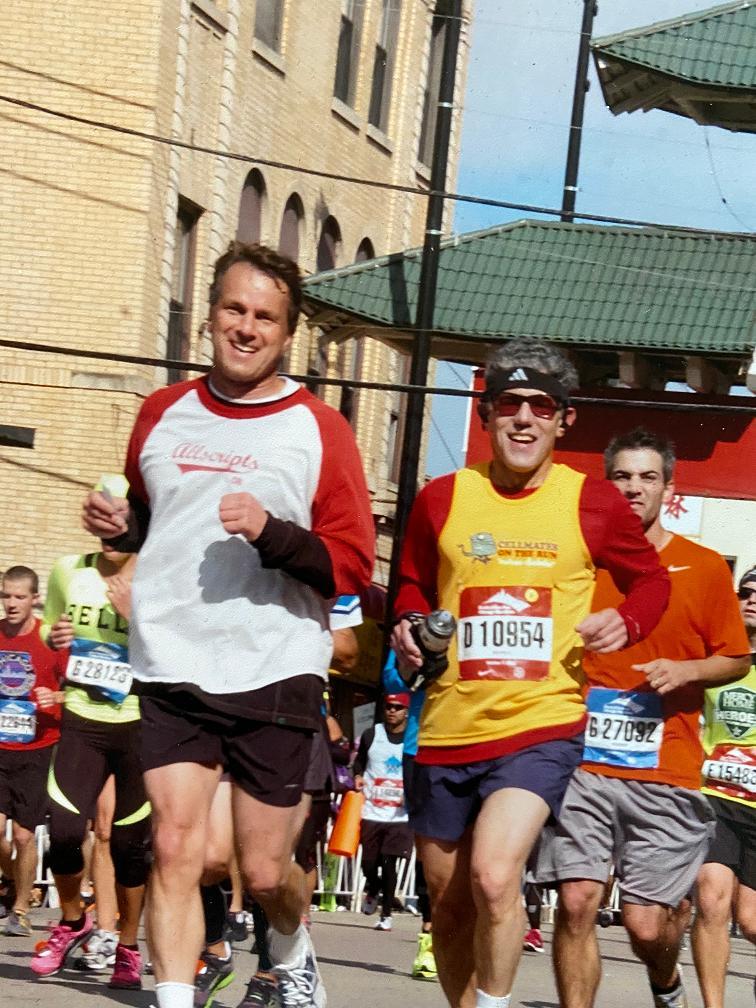 Glenn Tullman (L) and Lee Shapiro (R) running the Chicago Marathon.