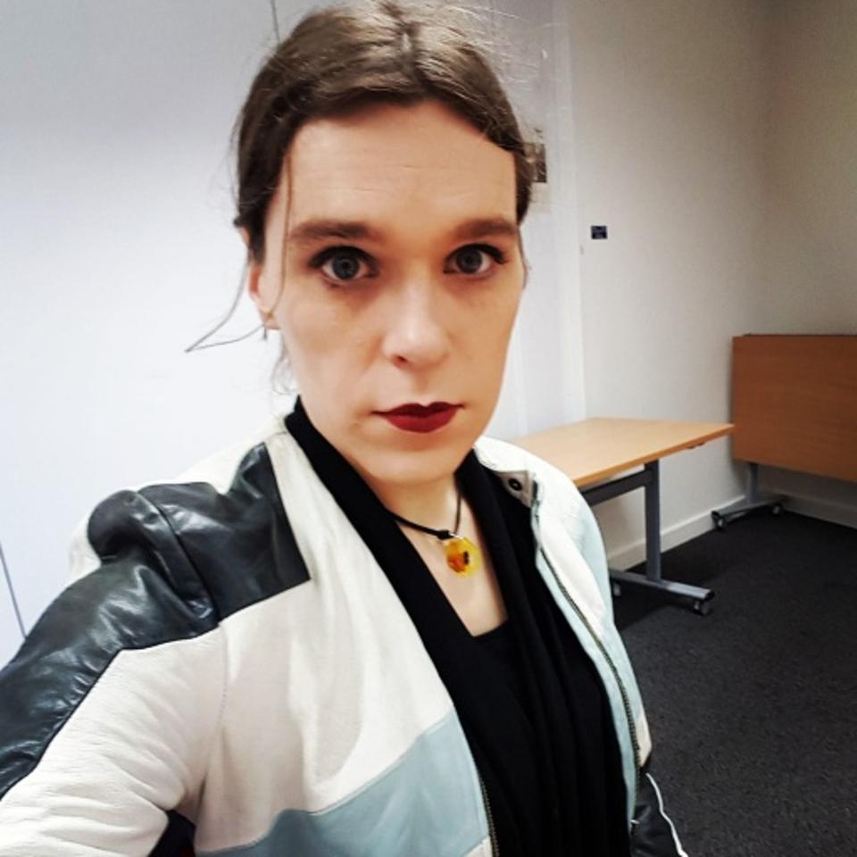 Ashleigh Talbot snaps a selfie.