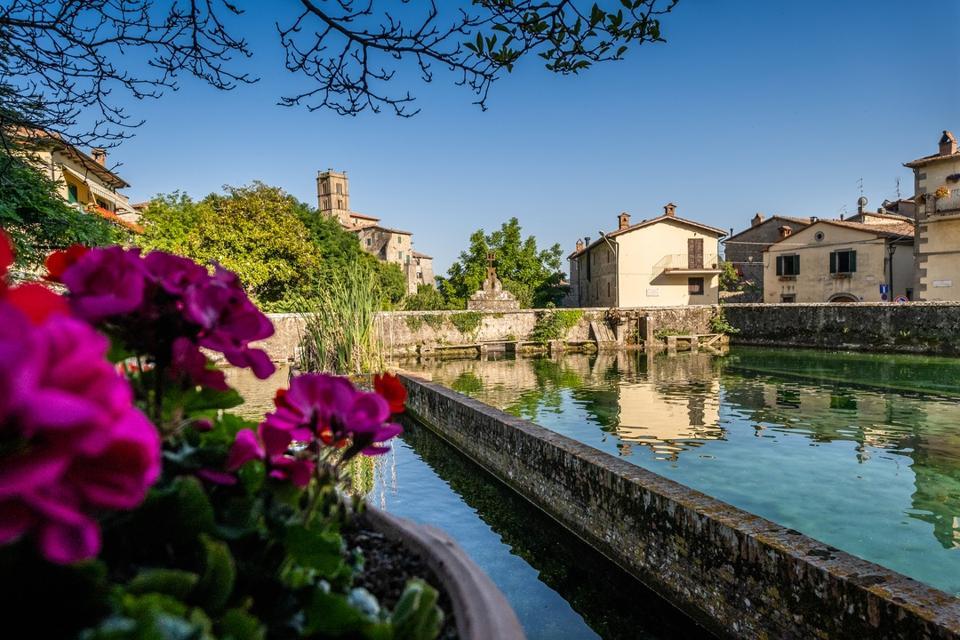 Santa Fiora va in Italia e lavora all'estero per lunghe distanze