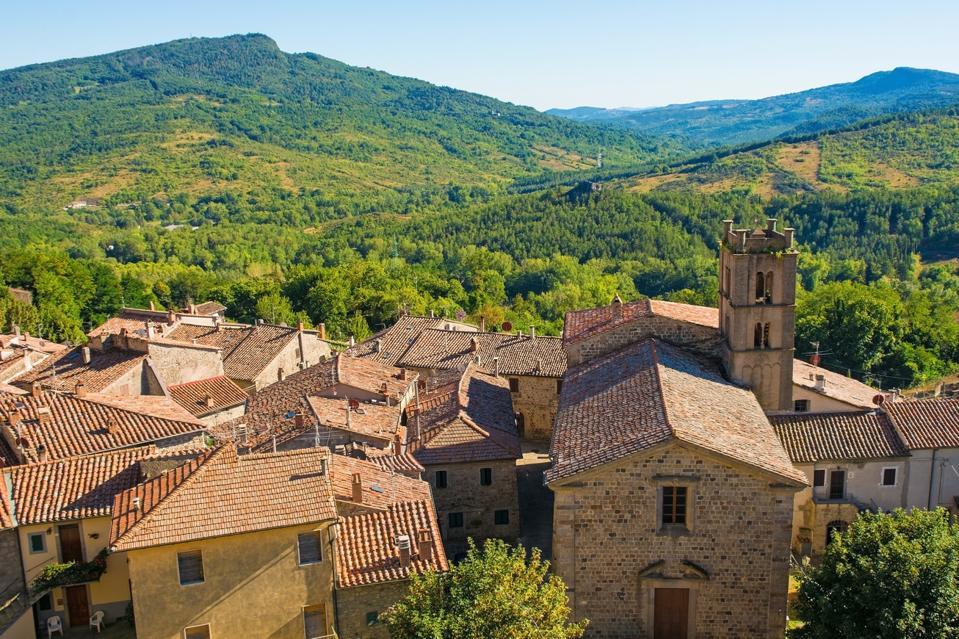 Santa Fiora, Toscana L'Italia viene pagata per un lavoro a distanza all'estero