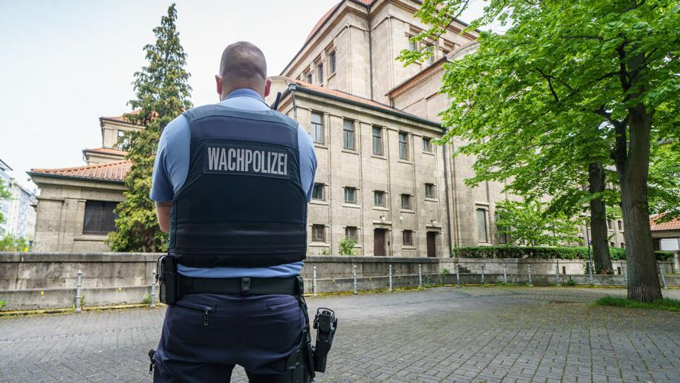 Protection for Frankfurt synagogue
