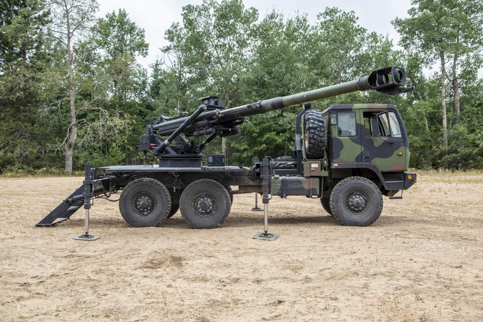 An AM General/Mandus ″Brutus″ prototype medium tactical vehicle with a 155mm Howitzer.