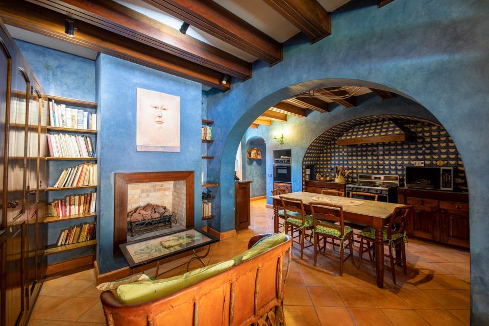casa barranca kitchen living room fireplace Barranca 68, Centro. San Miguel de Allende, Guanajuato, Mexico