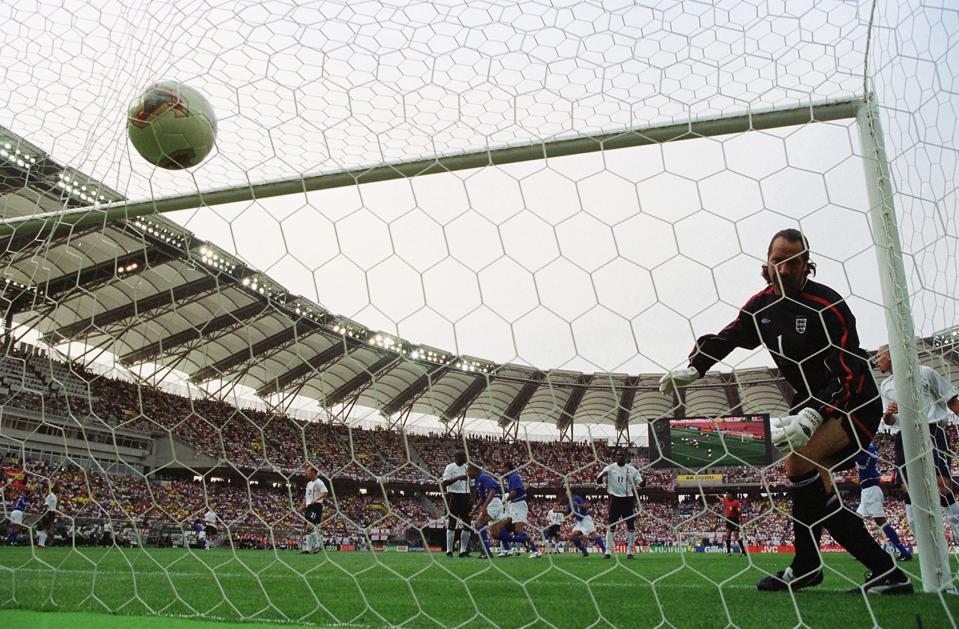 Brazil vs England in 2002 Korea-Japan World Cup quarter final