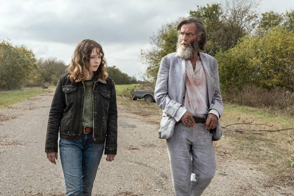 Dakota and Teddy in Fear The Walking Dead
