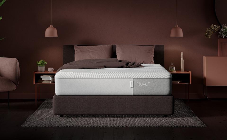 Nova Hybrid (2021): A luxuriously soft top layer makes it our most plush mattress.