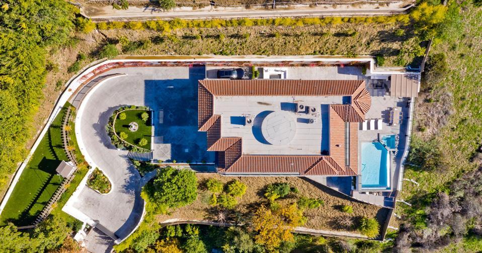 aerial view of dwyane wade gabrielle union house 15234 Rayneta Dr, Sherman Oaks, CA