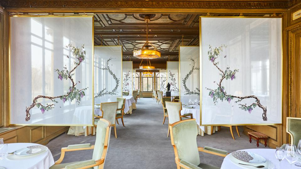 The new screens installed at Yannick Alléno's three-star restaurant in privacy.