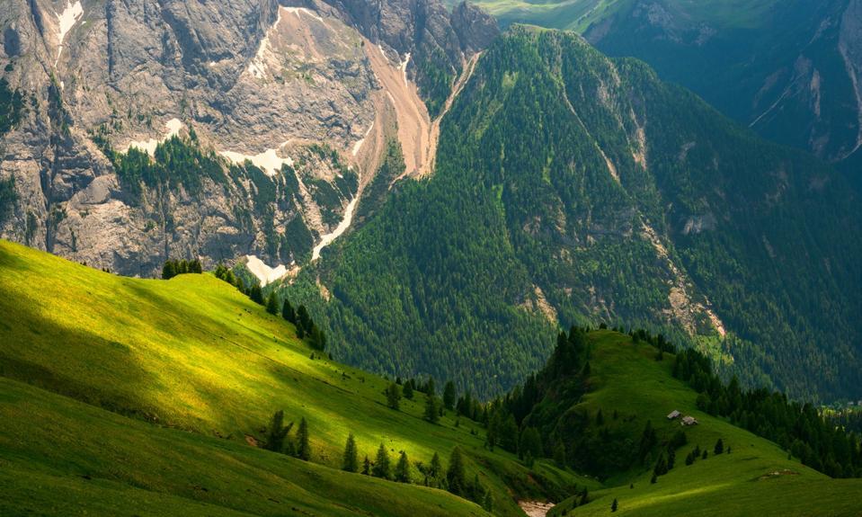 La catena montuosa della Marmolada si vede dalla Val di Fasa.