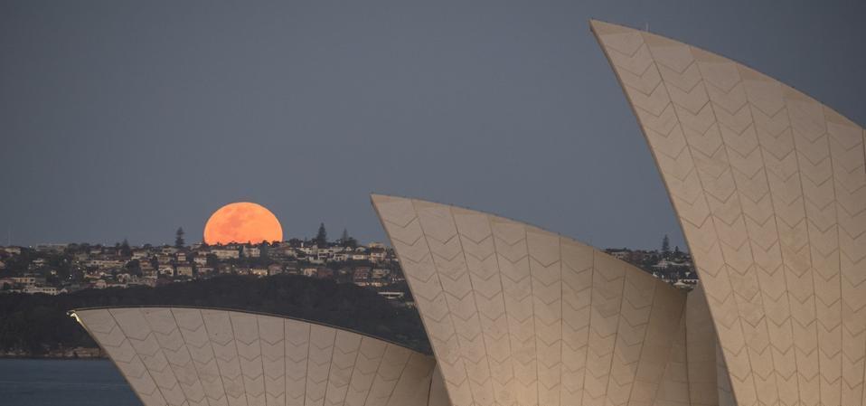 Luna saliendo sobre Sydney, Australia