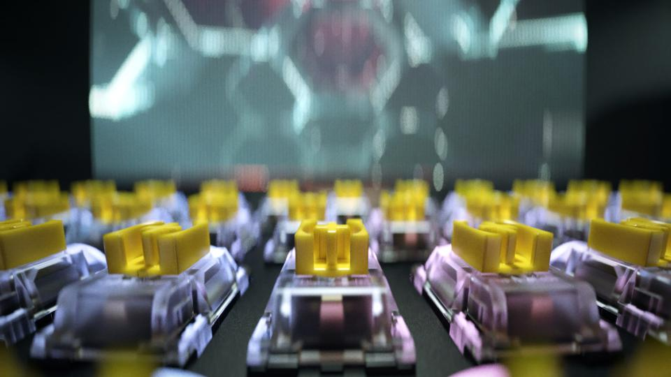 Νέοι κίτρινοι διακόπτες με αναβαθμισμένα ταμπόν ήχου