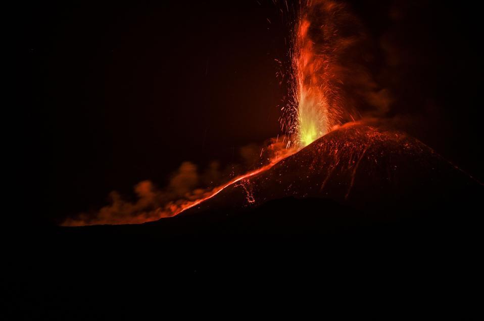 Eruzione del vulcano Edna in Italia