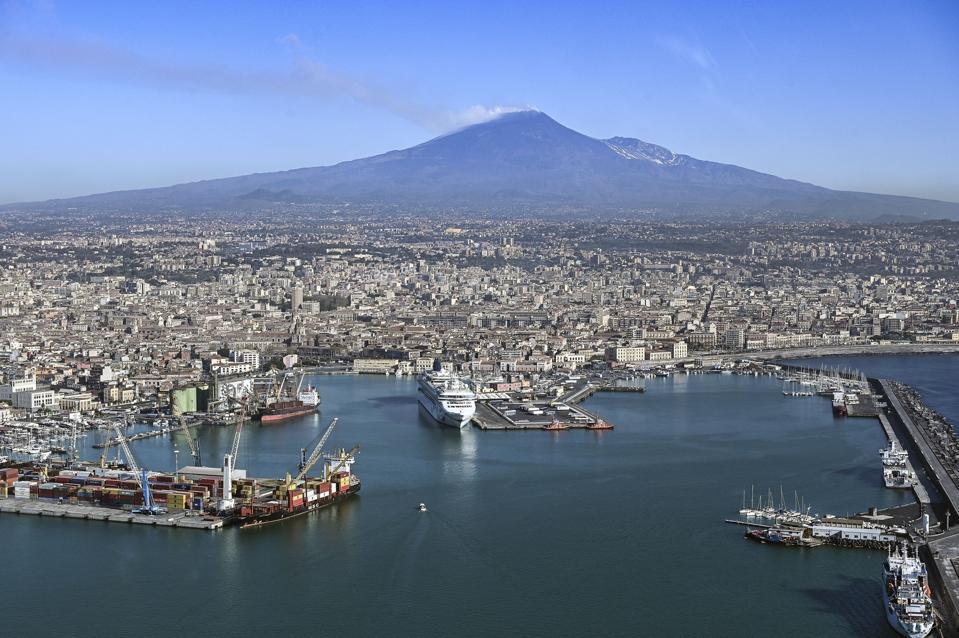 I vulcanologi vedono il Monte Edna dall'alto