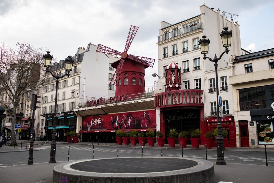 Le Moulin Rouge de Paris restera fermé début septembre 2021, la plus longue fermeture depuis la Seconde Guerre mondiale.