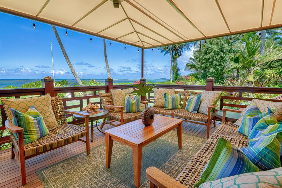 anini beach oceanfront compound lanai outdoor patio space
