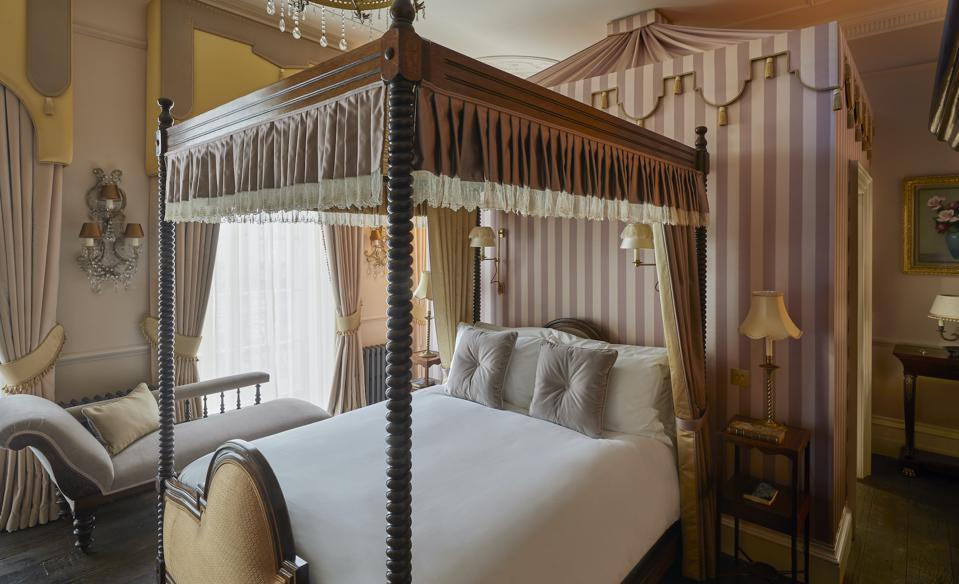 A bedroom at Henry's Townhouse
