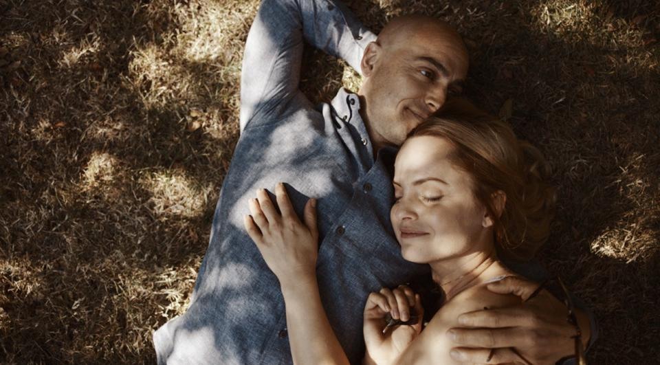 Stuart Townsend and Mena Suvari in 'Grace And Grit.'