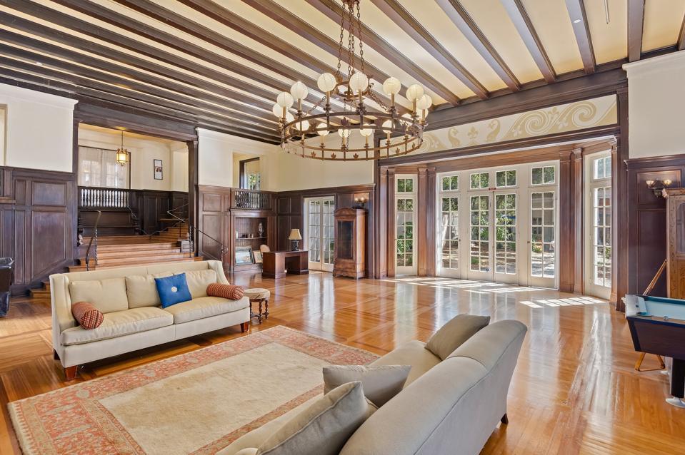moody sisters montecito mansion at 430 Hot Springs Road Santa Barbara