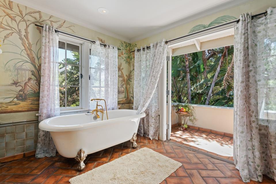 moody mansion montecito primary bathroom 430 Hot Springs Road Santa Barbara, CA, USA