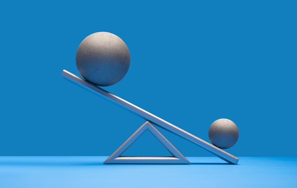 Balls balancing on scale
