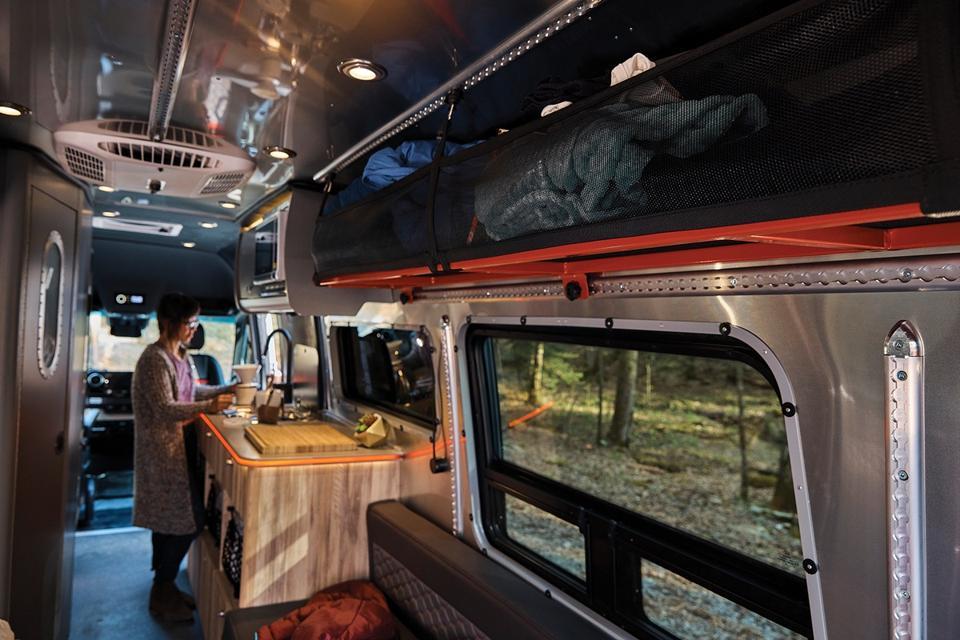 Interstate 24X Coach Bus