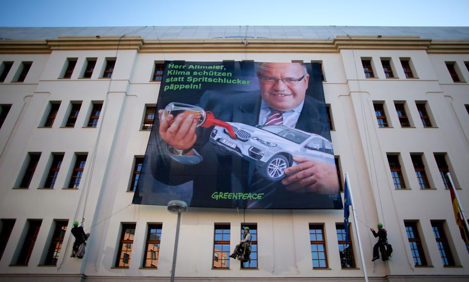 Greenpeace protest at Ministry for the Environment in Berlin